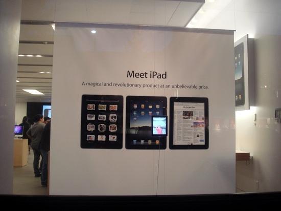 店内海报还是宣传iPad平板电脑的
